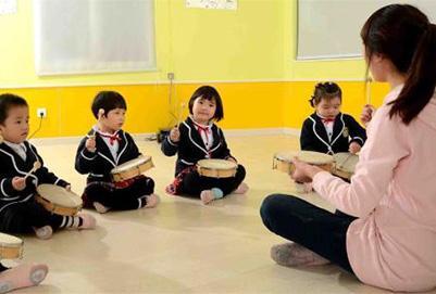 改善社会的幼儿教育亚博国际棋牌游戏
