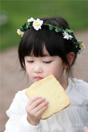 父母喜欢在早餐时懒惰孩子会受苦